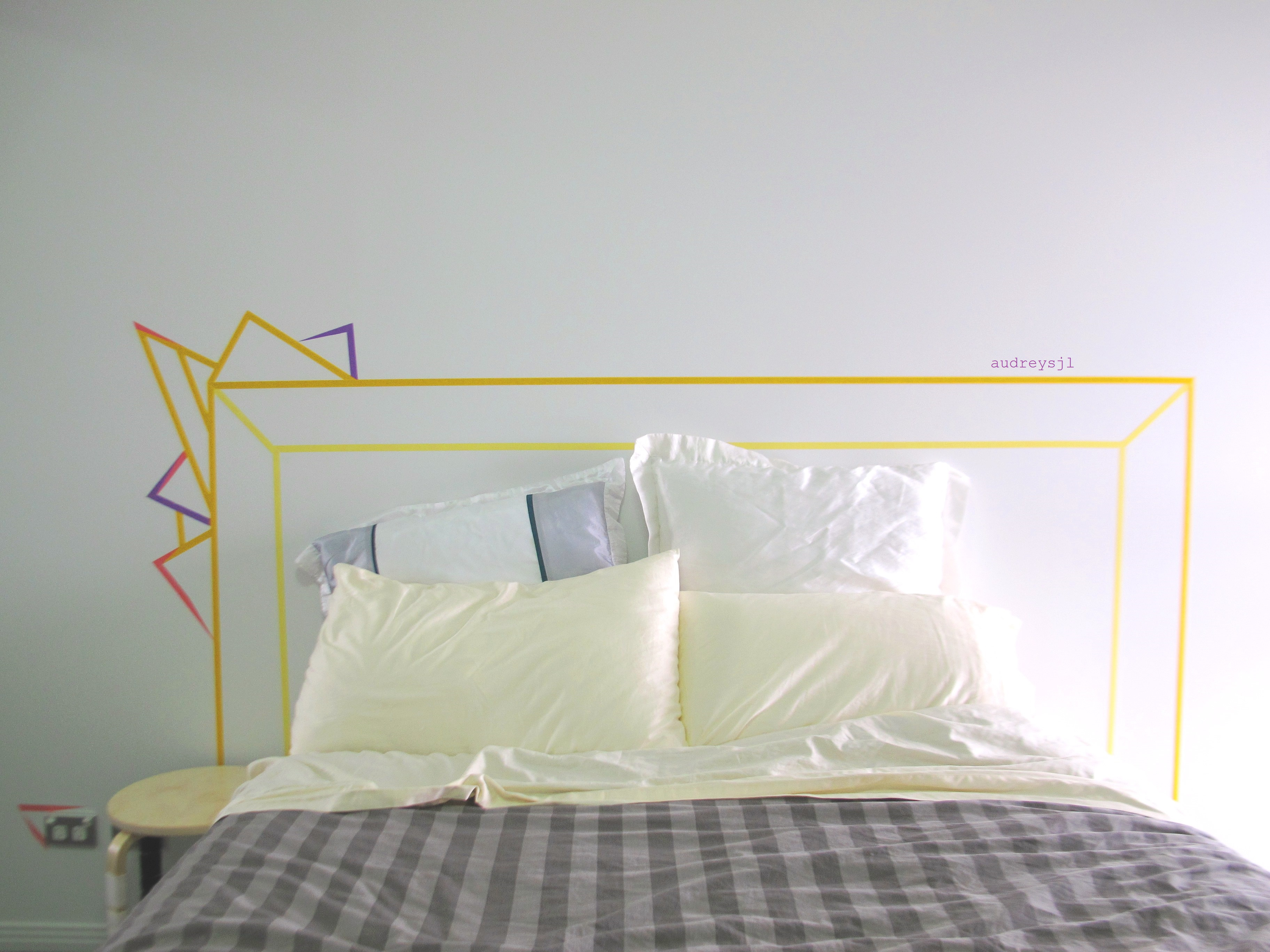 Washi tape headboard diy audreysjl - Tete de lit masking tape ...